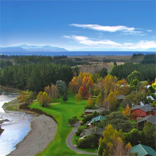 Lake taupo holiday homes accommodation rentals baches for 110 lake terrace taupo