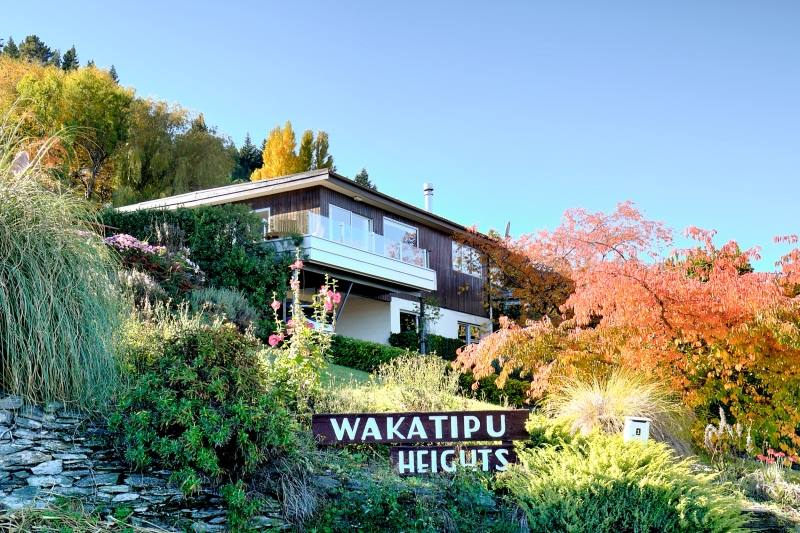 Queenstown holiday homes accommodation rentals baches for Panorama terrace queenstown