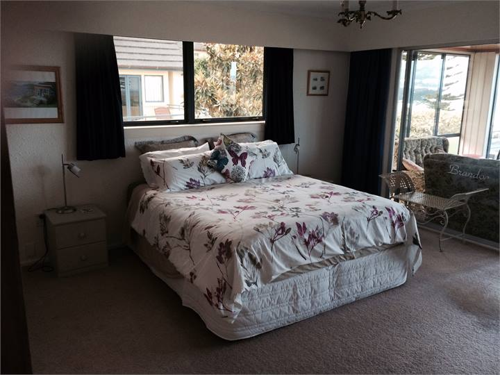 Large Beach House 191 Marine Parade Mt Maunganui Mt Maunganui Beach House For Rent Holiday