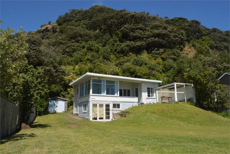 Piha Holiday Homes Accommodation Rentals Baches And