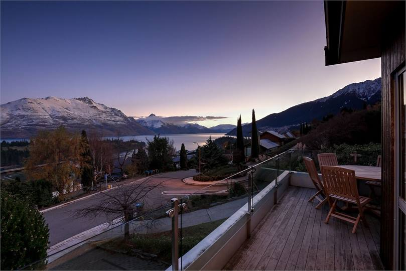Breathtaking views close to town on panorama terrace for 5 the terrace queenstown