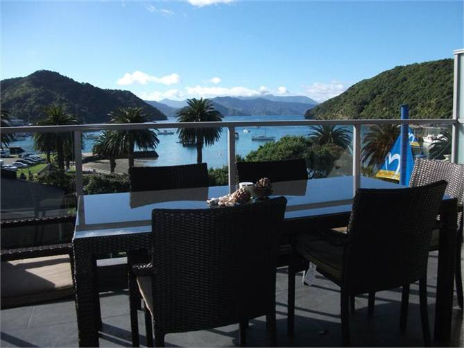 Luxury three bedroom fully furnished apartment with sunny north facing aspects fantastic panoramic views of picton harbour waterfront marina and down
