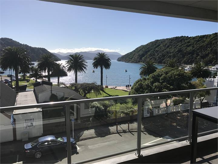 Luxurious fully self contained three bedroom two bathroom apartment located right on pictons waterfront