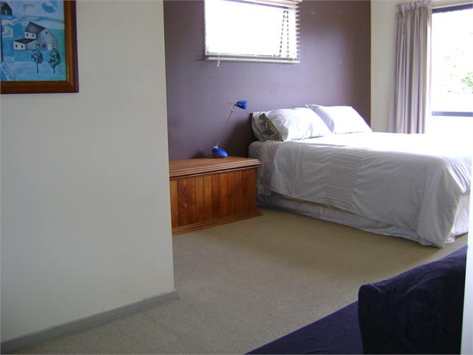 Papamoa holiday home accommodation beach cafes shops golf for Divan unwind