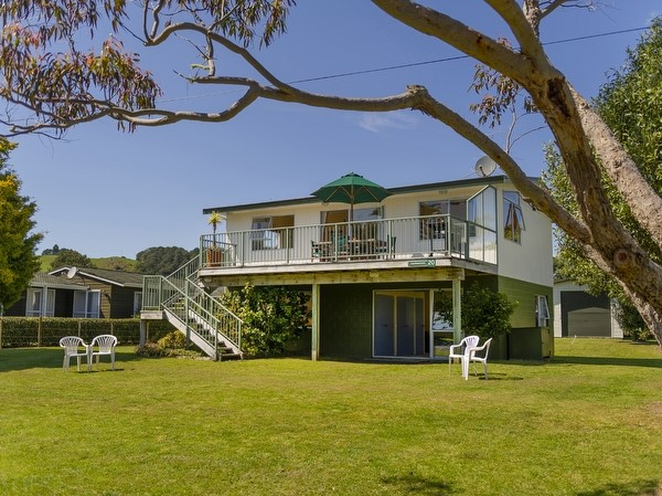 Coromandel Holiday Homes Accommodation Als Baches And Vacation For In Nz Book A Beach House Or Bach Page 1