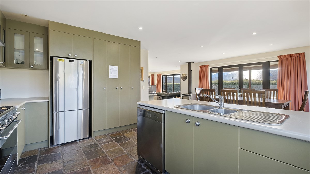 Juno Place - Wanaka Holiday Home for rent | Holiday Houses