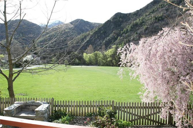 Queenstown holiday homes accommodation rentals baches and