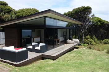 Great barrier island holiday homes accommodation rentals for Beach bach designs