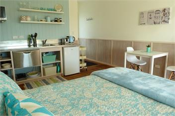leigh holiday homes accommodation rentals baches and vacation homes for rent in nz book a. Black Bedroom Furniture Sets. Home Design Ideas