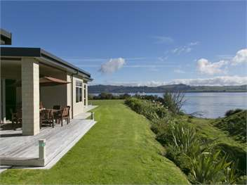 Two mile bay lake taupo holiday homes accommodation for 300 lake terrace taupo
